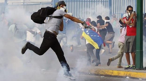 Resultado de imagen para DESTROZOS GUARIMBAS EN VENEZUELA