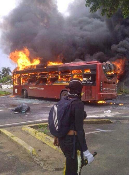 Resultado de imagen para quema de instituciones en caracas