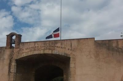 Resultado de imagen para BANDERAS DOMINICANA A MEDIA ASTA ALTAR DE LA PATRIA